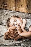 Droevige Dakloze Jongen royalty-vrije stock foto