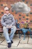 Droevige gedeprimeerde oude mens Royalty-vrije Stock Fotografie