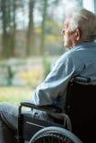 Droevige gehandicapte mens Stock Foto