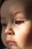 Droevige gezichtsbaby Een scheur op het gezicht Stock Foto