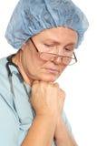 Droevige hogere verpleegster stock foto's