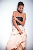 Droevige jonge vrouw in een elegante toga die neer eruit zien royalty-vrije stock afbeelding