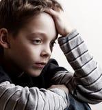 Droevige jongen Stock Foto's