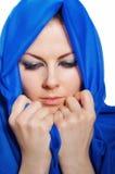 Droevige meisjes blauwe hijab Stock Fotografie
