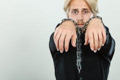 Droevige mens met geketende handen, geen vrijheid royalty-vrije stock foto