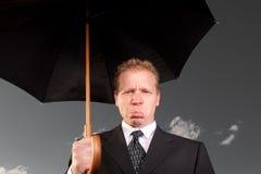 Droevige mens met paraplu Royalty-vrije Stock Afbeeldingen