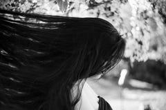 Droevige mooie jonge vrouw stock afbeeldingen