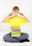Droevige Tiener met Boeken Stock Foto
