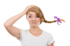 Droevige tiener in windblown vlechthaar Stock Foto's