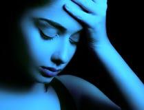 Droevige vrouw die depressie voelen royalty-vrije stock afbeelding