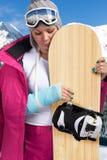 Droevige vrouw met verwond wapen Stock Foto