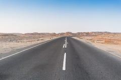 Droga bez samochodów w Namibe pustyni Angola Zdjęcie Royalty Free