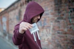 Droga di vendita e di traffico dello spingitoio Immagini Stock