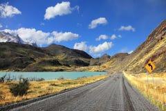 Droga gruntowa wzdłuż brzeg jezioro Zdjęcie Stock