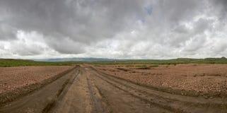 Droga gruntowa z groźnym niebem i zebr górami, Namibia Zdjęcie Stock
