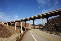 Droga i most w Gobi pustyni w Neveda stanie usa Obrazy Stock