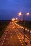 Droga i Ruch drogowy przy Noc Fotografia Royalty Free