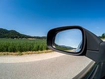 Droga i strony lustrzana dobra pogodna pogoda obraz royalty free