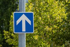 droga jednokierunkowa Drogowy znak zdjęcia royalty free