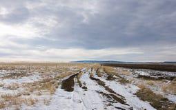 Droga Małe Śnieżne góry Fotografia Stock