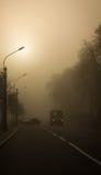 droga mglista miasto w górę kilwaterów Fotografia Royalty Free