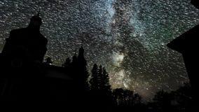 Droga Mleczna czasu upływ nad starym kościół zdjęcie wideo