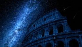 Droga Mleczna nad Colosseum w Rzym, Włochy obrazy stock