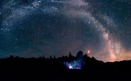 Droga Mleczna z krwistą księżyc fotografia royalty free