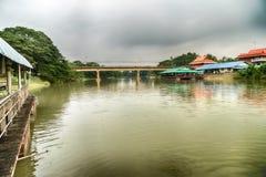 Droga most przez jezioro w lasach Fotografia Stock