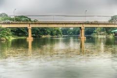 Droga most przez jezioro w lasach Obrazy Royalty Free