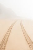 Droga na piasku iść mgła Obrazy Stock