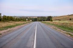 Droga na zewnątrz miasteczka wcześnie w ranku Obraz Stock