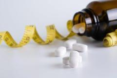 a droga perde a dieta do conceito do peso magro come cuidados médicos e medi dos comprimidos Fotografia de Stock