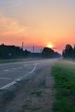 Droga przeciw dramatycznemu wschodowi słońca Obrazy Stock