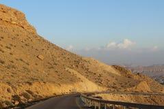 Droga przez pięknego pustynia krajobrazu w Izrael Zdjęcia Royalty Free