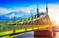 Droga przy wolność mostem w Budapest Obrazy Royalty Free