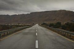 Droga rozciąga wśród skał pustynia negew Zdjęcie Stock