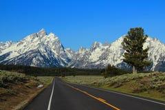 Droga Skaliste góry w ranku świetle, Uroczysty Teton park narodowy, Wyoming fotografia stock