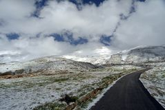 Droga Syria na skłonach Qurnat jako Sawda, Liban ` s - wysoki szczyt obraz royalty free