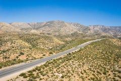Droga w Kalifornia pustyni pustkowiu zdjęcia stock