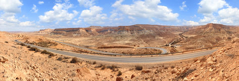 Droga w kamienistej pustyni Zdjęcie Royalty Free