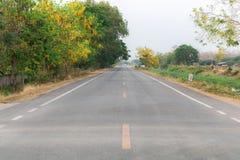 Droga w małej wiosce Zdjęcie Royalty Free