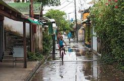 Droga w tortuguero wiosce przy dżdżystą pogodą, Costa Rica zdjęcia royalty free
