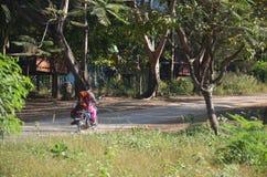 Droga w wsi przy Tai Ta Ya monasterem obrazy royalty free