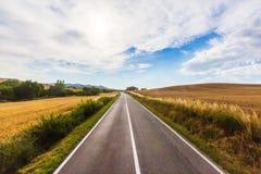 Droga w wsi w Tuscany, Włochy fotografia stock