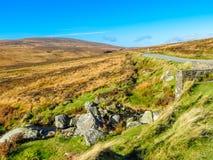 Droga w wzgórzach Irlandia zdjęcia royalty free