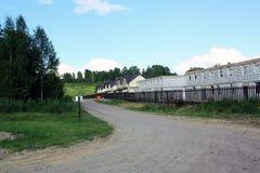 Droga wzdłuż budowy grodzcy domy zdjęcie royalty free