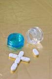 Droga y cruz. Foto de archivo libre de regalías