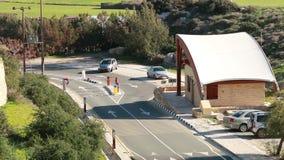 Droga z samochodem w wiosce zdjęcie wideo