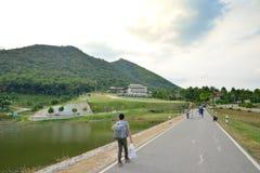 Droga z tamą na lewicie w Chang Hua Mun Zdjęcie Stock